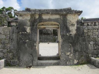 玉陵の入口