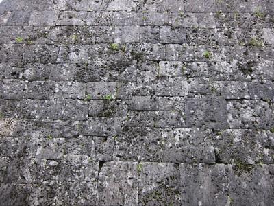 沖縄の城の城壁