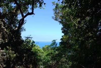 斎場御嶽から見える久高島