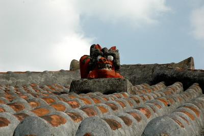 赤瓦屋根とシーサー 2014