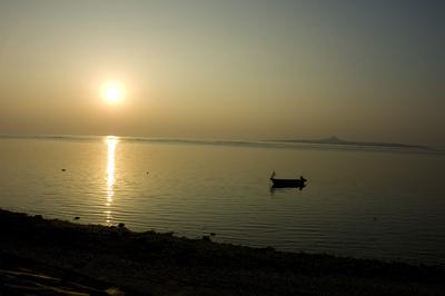 備瀬崎の夕焼けとボート