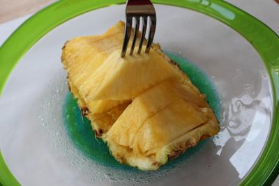 切ったパイナップル2014